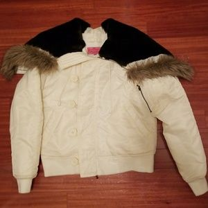 Juice short puffer coat with the trim. XL.